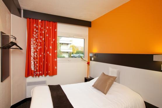 3-hotel-cerise-lens-noyelles-godault-chambre-confort-lit-double (3).jpg