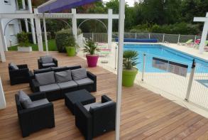 residence-cerise-les-jardins-du-lac-saint-paul-les-dax-facade-et-exterieurs-terrasse (2).jpg