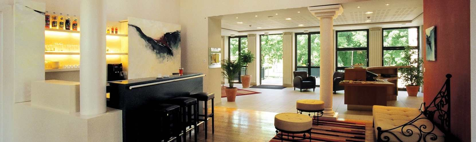 cerise-luxeuil-les-sources-hotel-residence-reception-hall-2.jpg